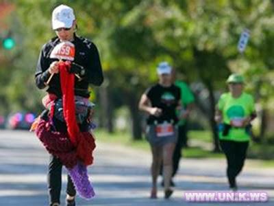 David Babcock, Pecahkan Rekor Merajut Sambil Maraton